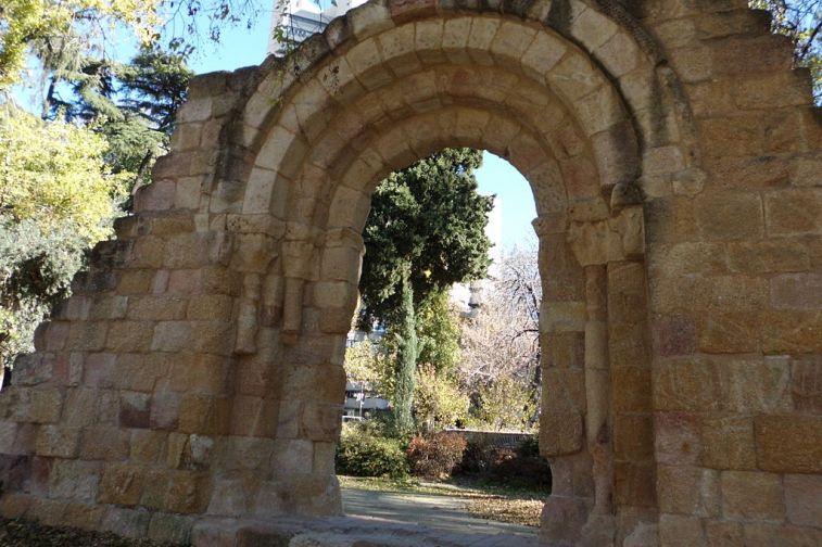 Puerta románica