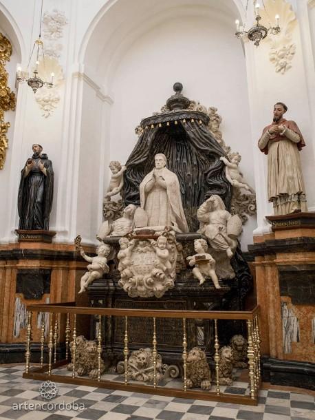 Sepulcro del Cardenal Salazar en la Capilla de Santa Teresa