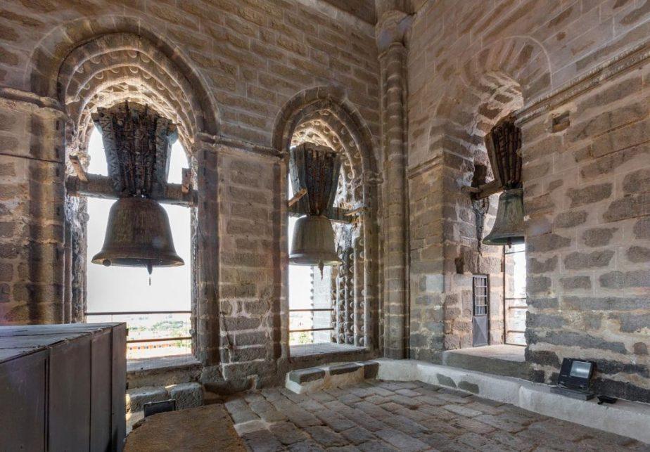 La torre del campanario de la catedral deÁvila